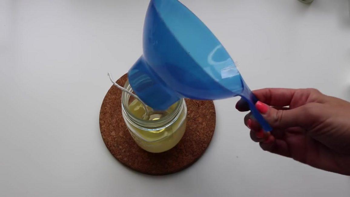 Dökme balmumu için en uygun sıcaklık yaklaşık 55-60 derecedir