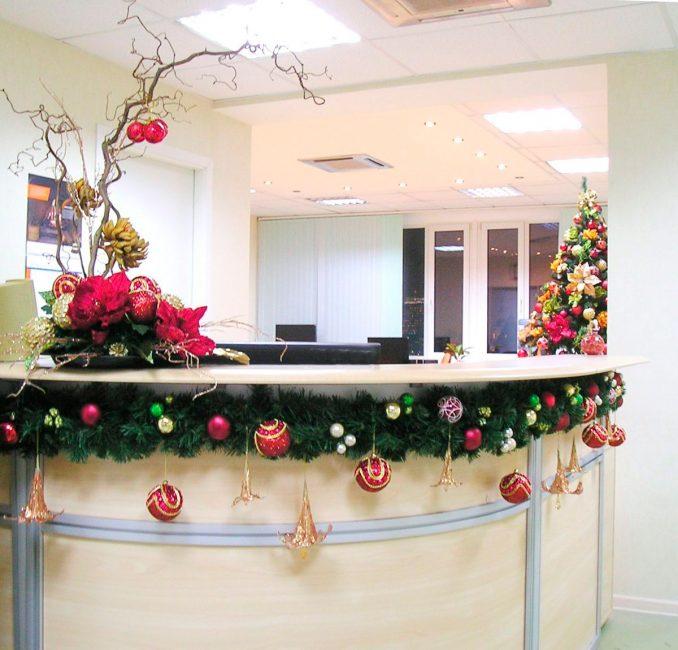 Ofis misafirleri için resepsiyon kısıtlama ile dekore edilmiştir.