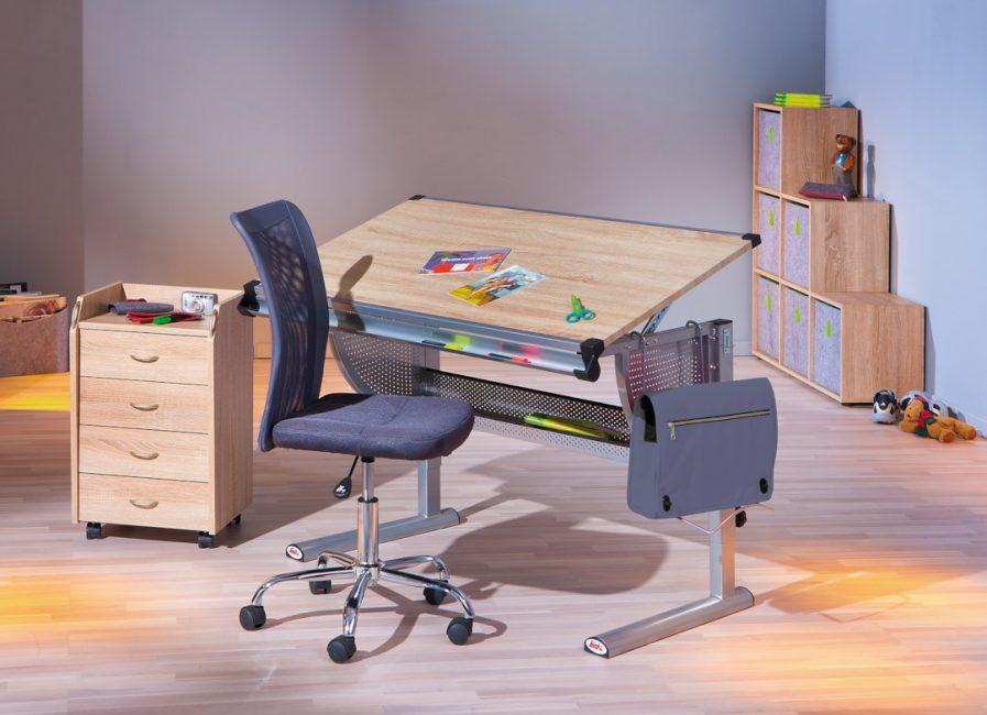 Meja laras untuk pelajar