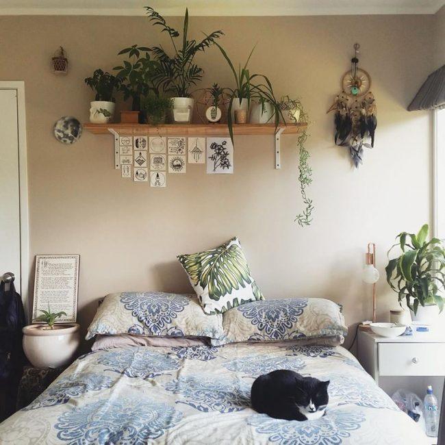 침실 구석 구석에 식물을 심으십시오.