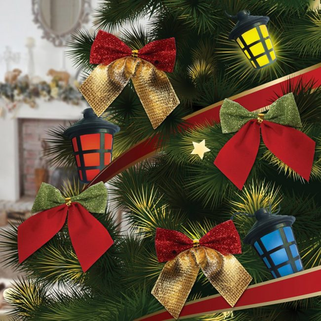 Busur indah di pokok Krismas untuk mencairkan mainan