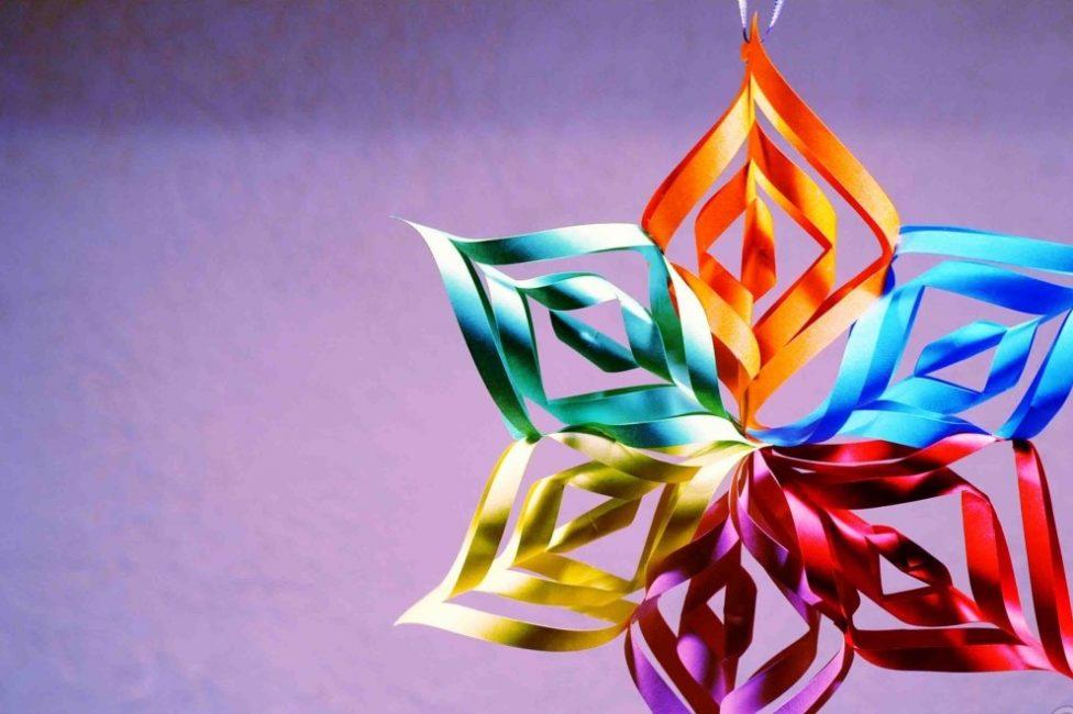 Kar taneleri ve renkli çift taraflı kağıt için kullanın.