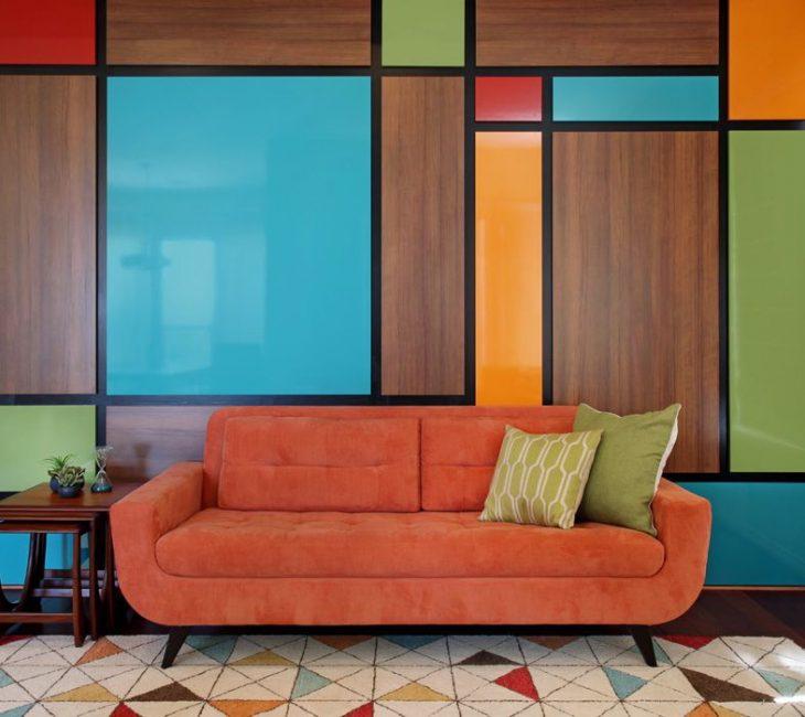 Bawa dalam warna-warna cerah walaupun dinding menghias