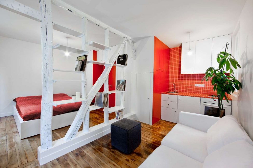 The main thing in the space of a one-room apartment is its functionality.