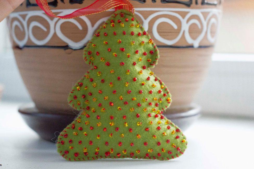 Keçe ağacı şeklinde yumuşak ve güzel oyuncak