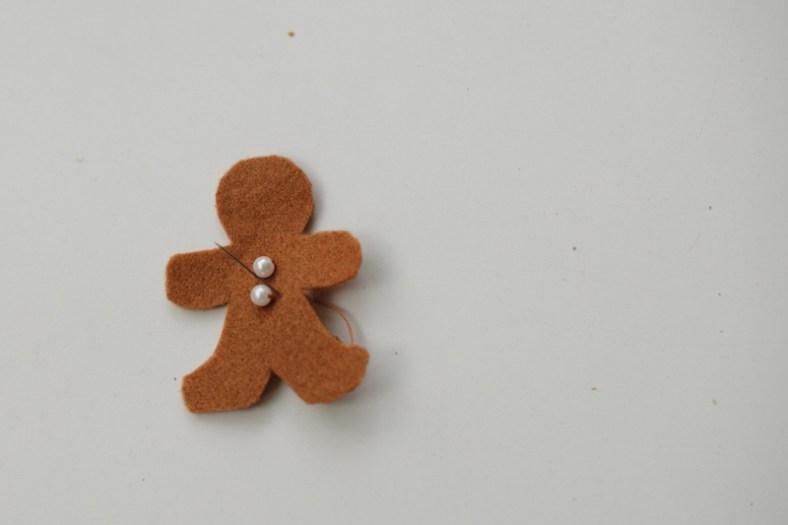 Hiaskan satu angka - ia akan menjadi bahagian atas Gingerbread