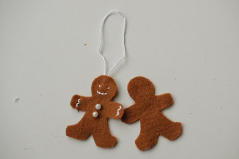 İki parça Gingerbread'i yapıştırın