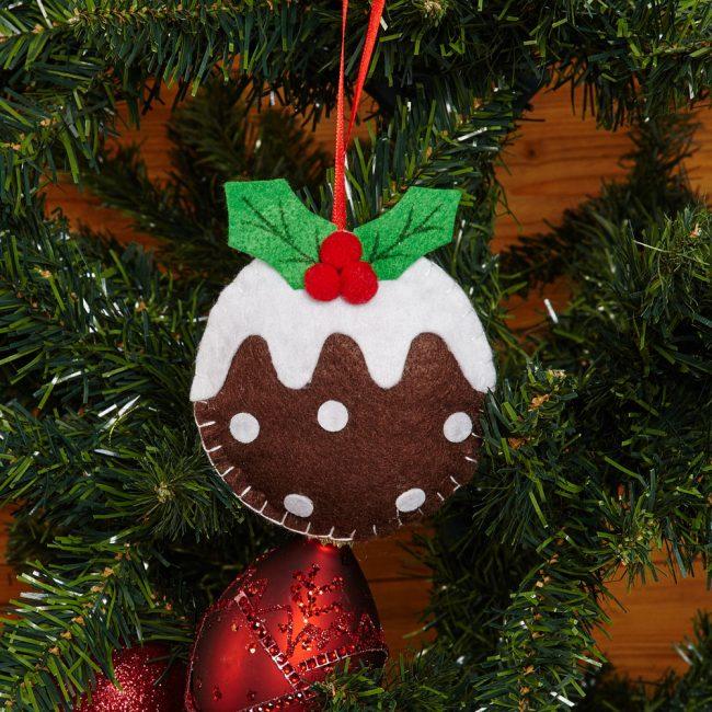 Puding Tahun Baru menghiasi pokok Krismas