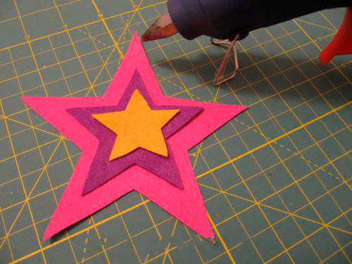 Sambungkan tiga bintang bersama-sama