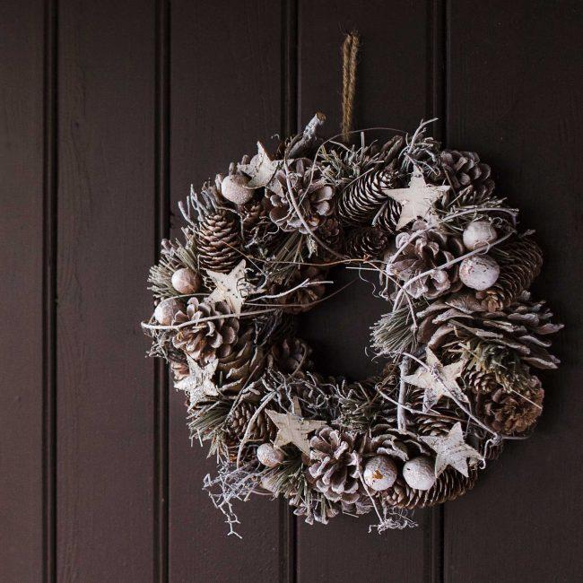 Krismas karangan bunga kon untuk hiasan pintu