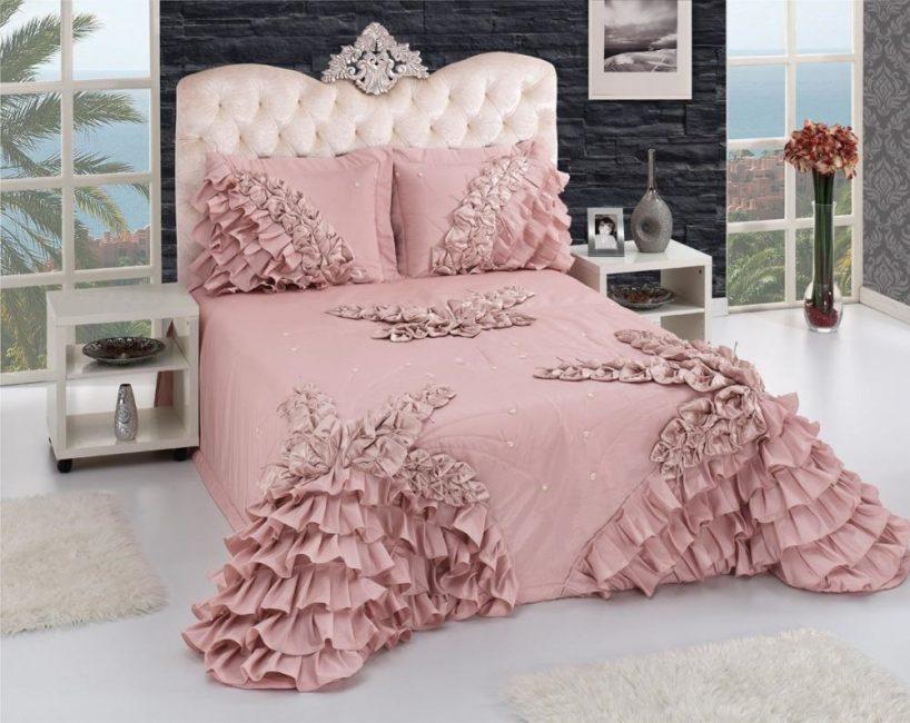 Odanın tarzına göre bir battaniye seçin.