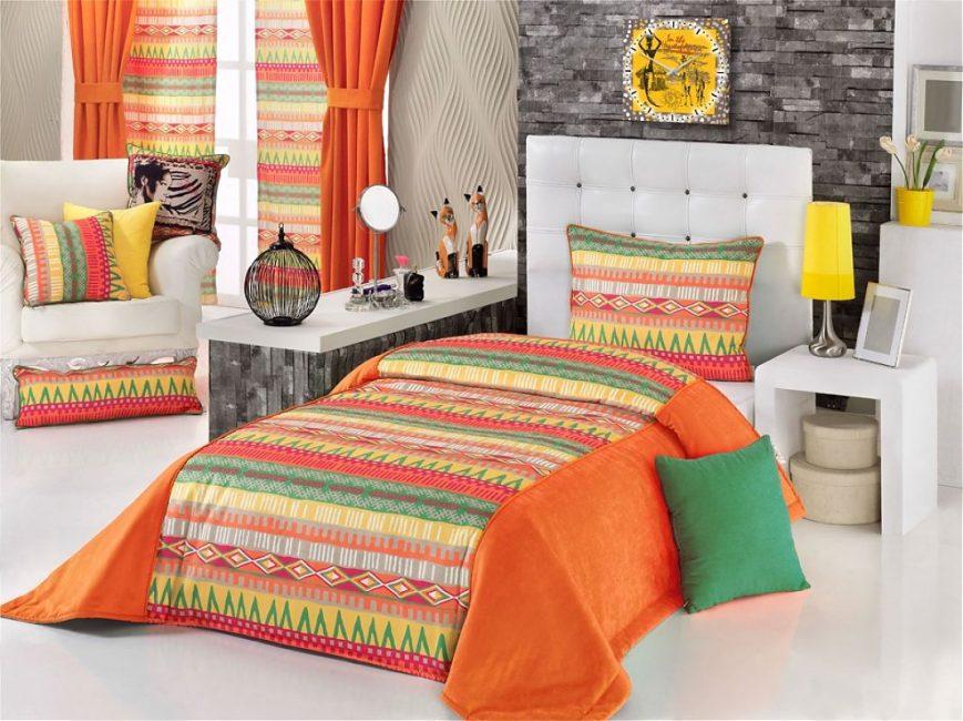 Ethno tarzı yatak örtüsü