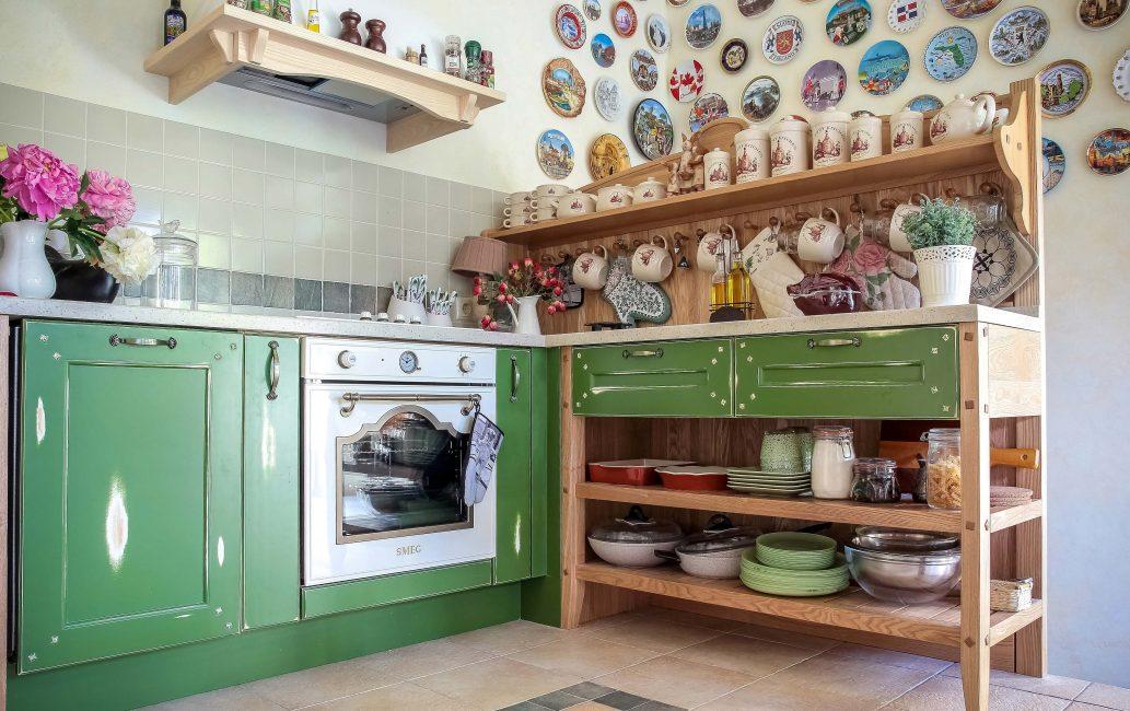 Rak untuk dapur dalam gaya negara