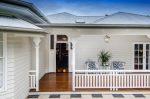 Projek rumah satu tingkat yang indah dengan teres (175+ Foto). Ciri penempatan di laman web ini