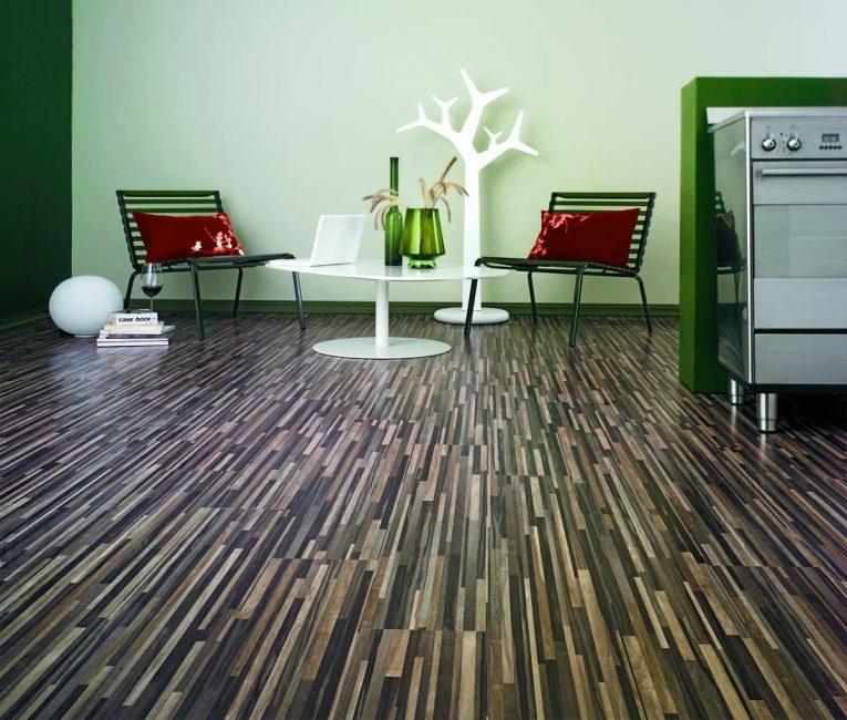Tekstur dan penyelesaian yang berbeza untuk lantai lamina