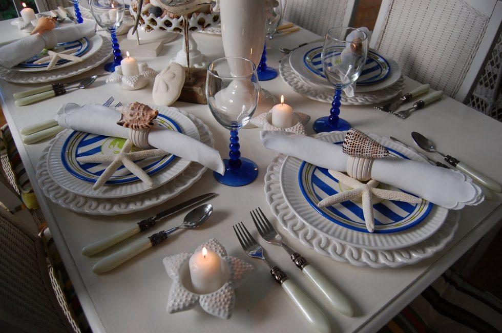 Hidangan biru dan putih