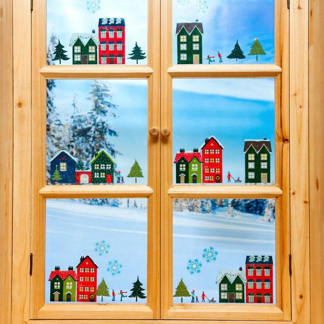 Warna Krismas - merah dan hijau. Ini adalah simbol-simbol malap hijau dan warna api di dalam perapian.