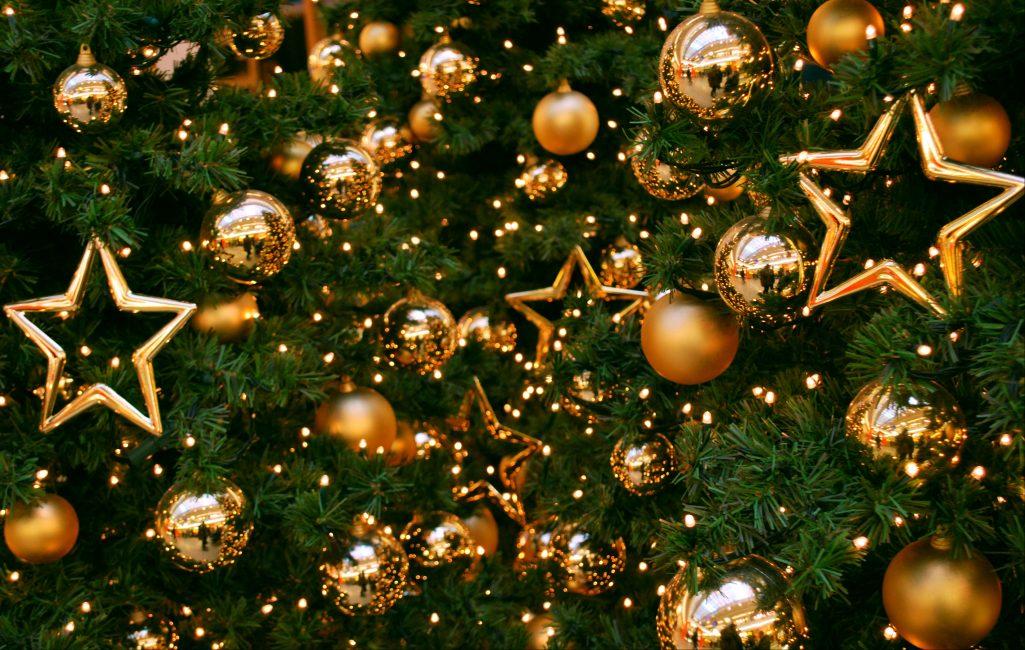 Mainan dekorasi emas