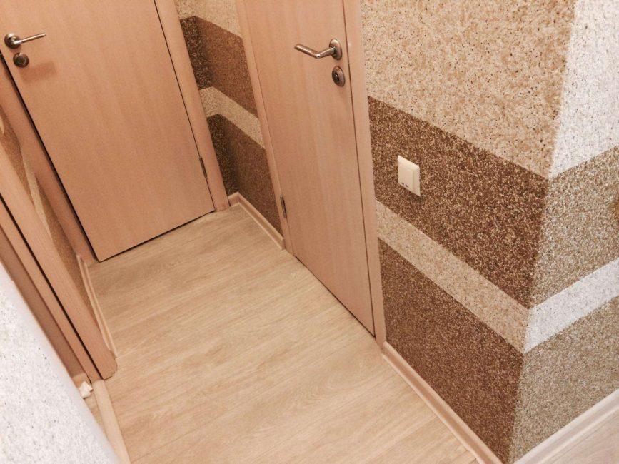 Penyelesaian yang sempurna untuk memohon kertas dinding sedemikian di lorong