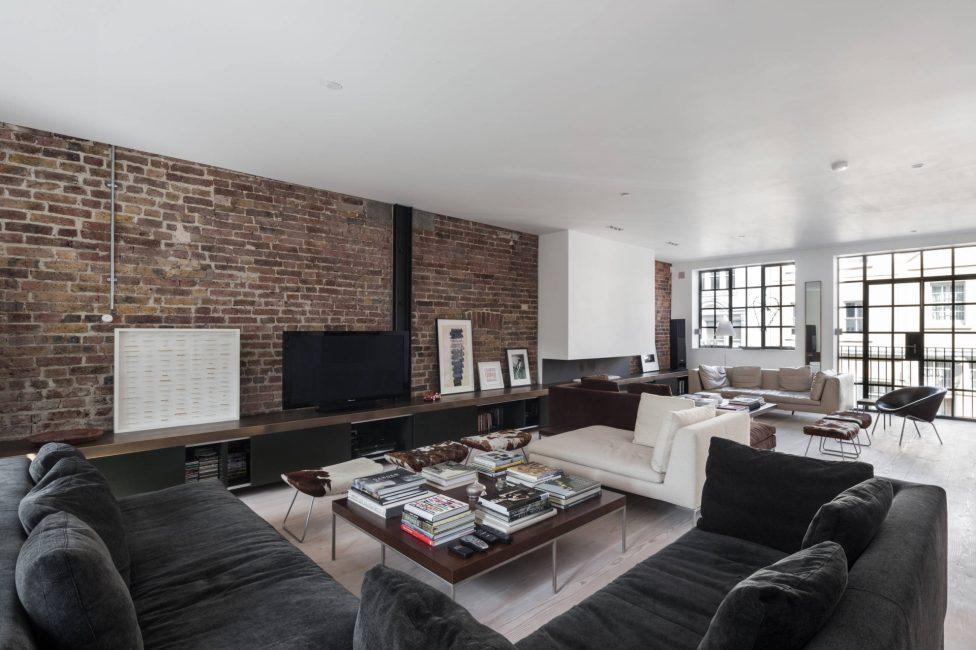 Il tavolino da salotto in stile loft può essere di qualsiasi dimensione e forma