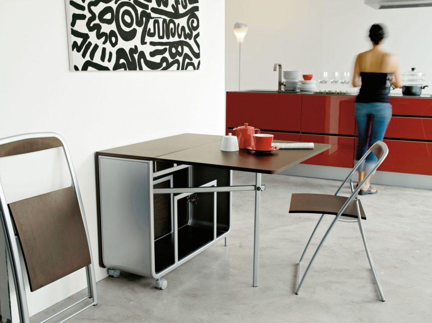 Questi tavoli possono adattarsi a qualsiasi interno.