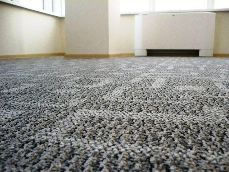 카펫은 바닥을 따뜻하게 해줍니다.