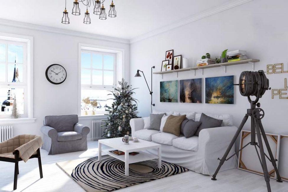 Dinding ruang tamu dalam gaya Scandinavia harus lancar.