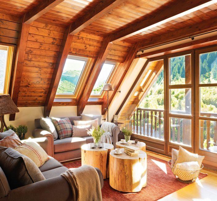 Işık çatıya yerleştirilmiş pencereler sağlar