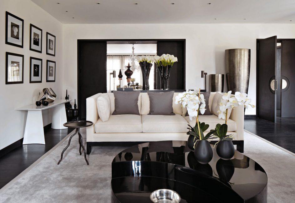 Modern tarzda siyah beyaz oturma odası