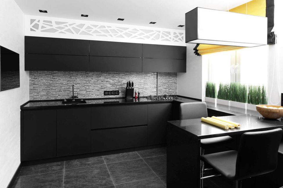 Mutfak tasarımcıları için en uygun siyah ilavesi siyah beyaz bir şemadır.