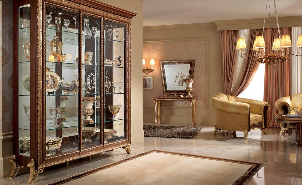 Almari - papan tepi sangat sesuai untuk ruang tamu dalam gaya ini.