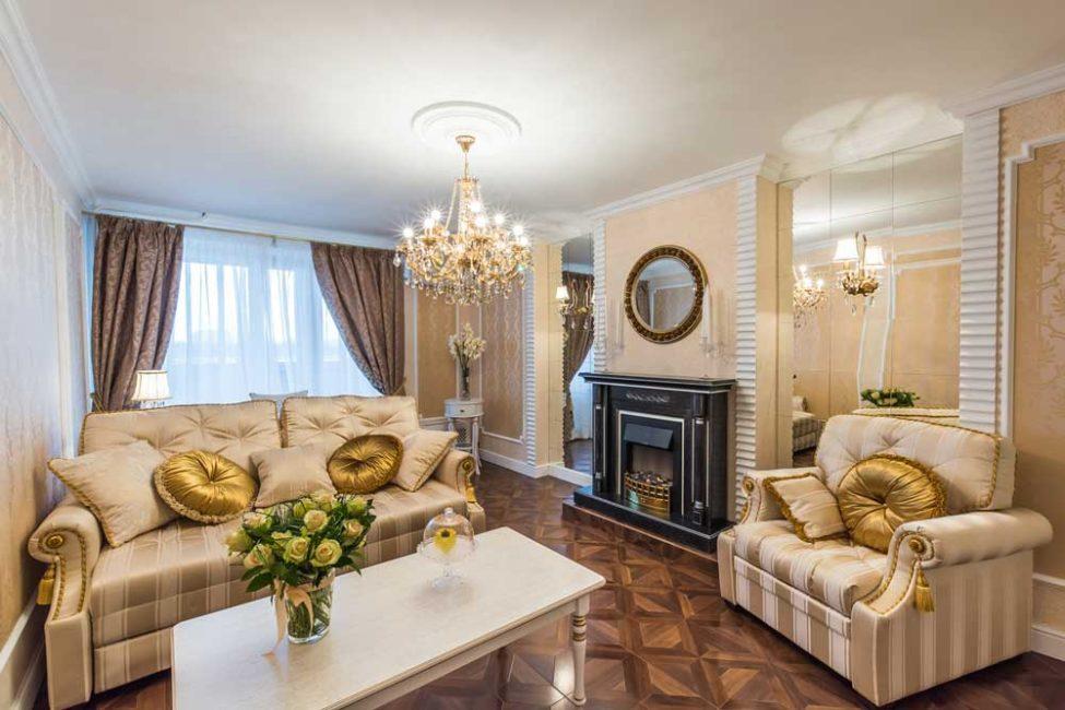 Upholsteri perabot ini juga harus mahal dan selesa.