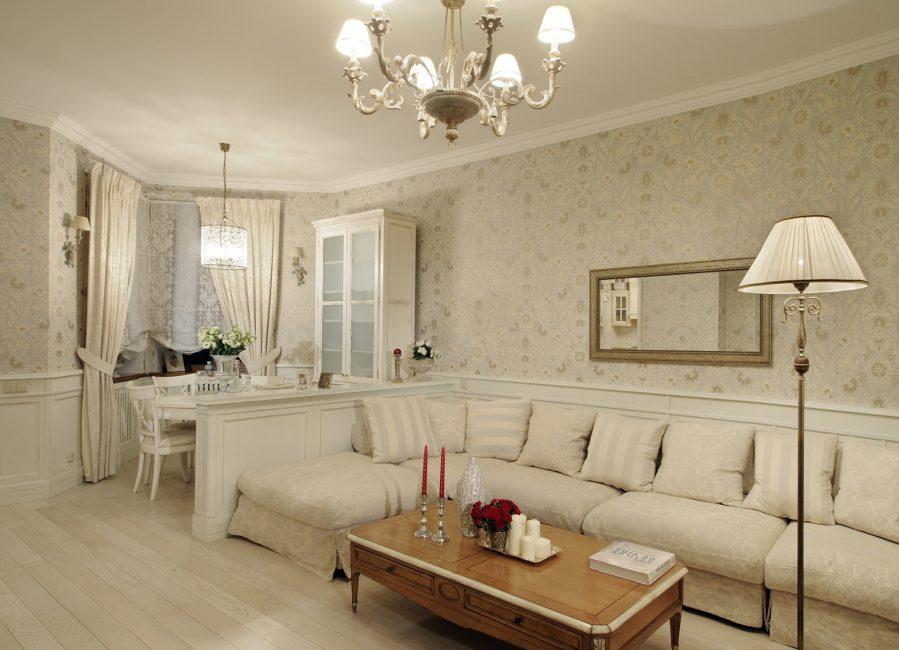 Bilik tamu dengan sofa sudut panjang