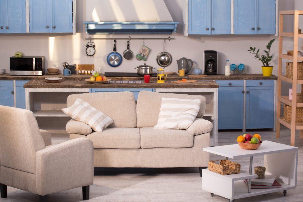 Punggung dan tempat duduk sofa boleh menjadi lembut, keras atau digabungkan