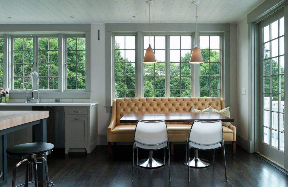 Untuk menjadikan sofa kelihatan baik dan berkhidmat untuk masa yang lama, ia perlu dipilih dengan teliti.