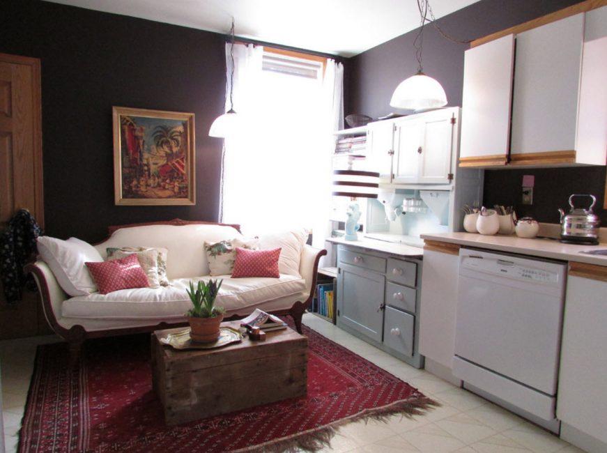 Untuk dapur kecil disyorkan untuk memilih perabot ringan.
