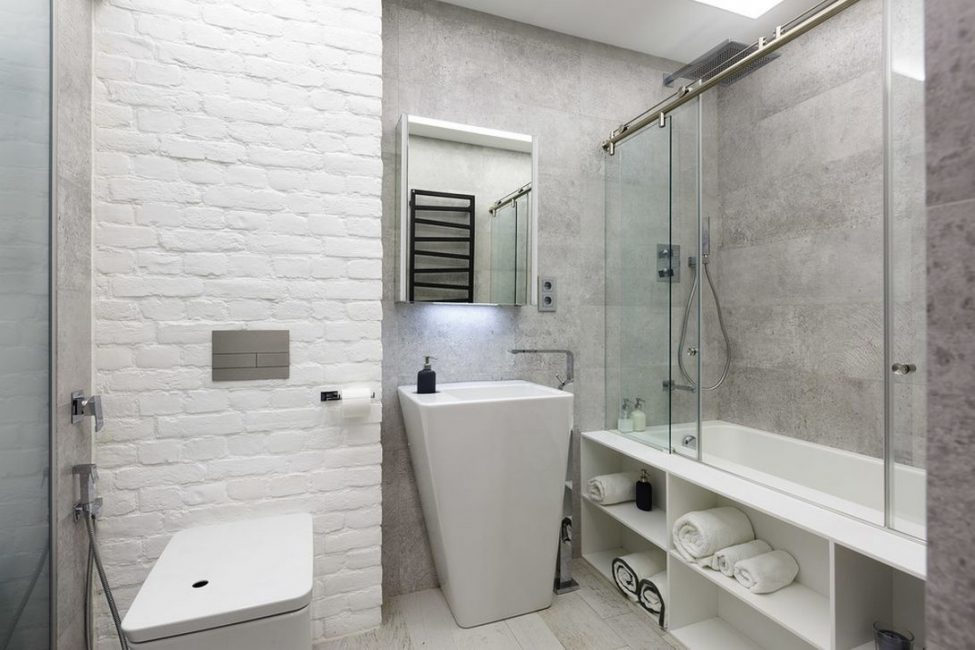 Space optimization can be achieved in the bathroom thanks to the right combination of elements.