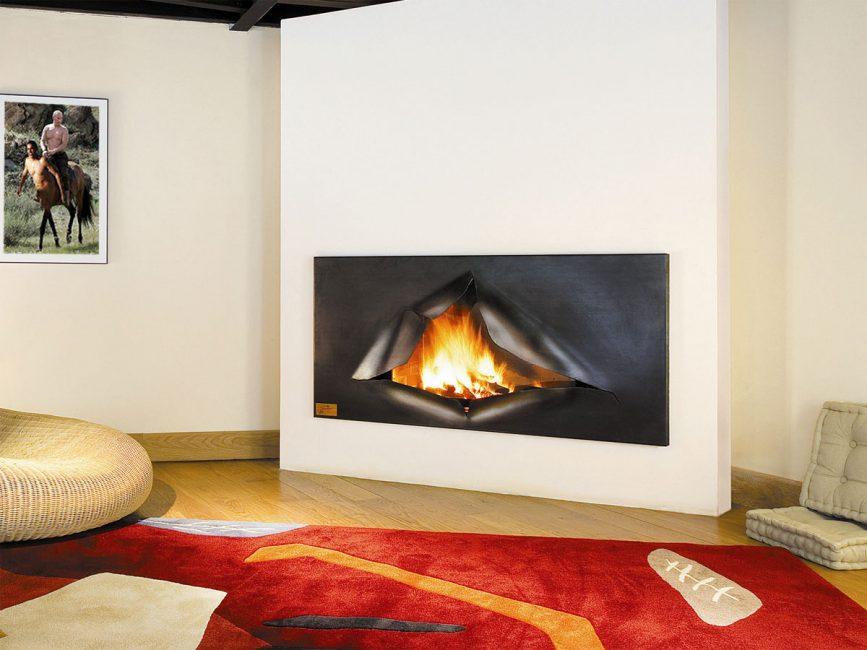 Tali modelli spesso assomigliano a un pannello al plasma montato a parete o un'immagine complessiva con una fiamma.