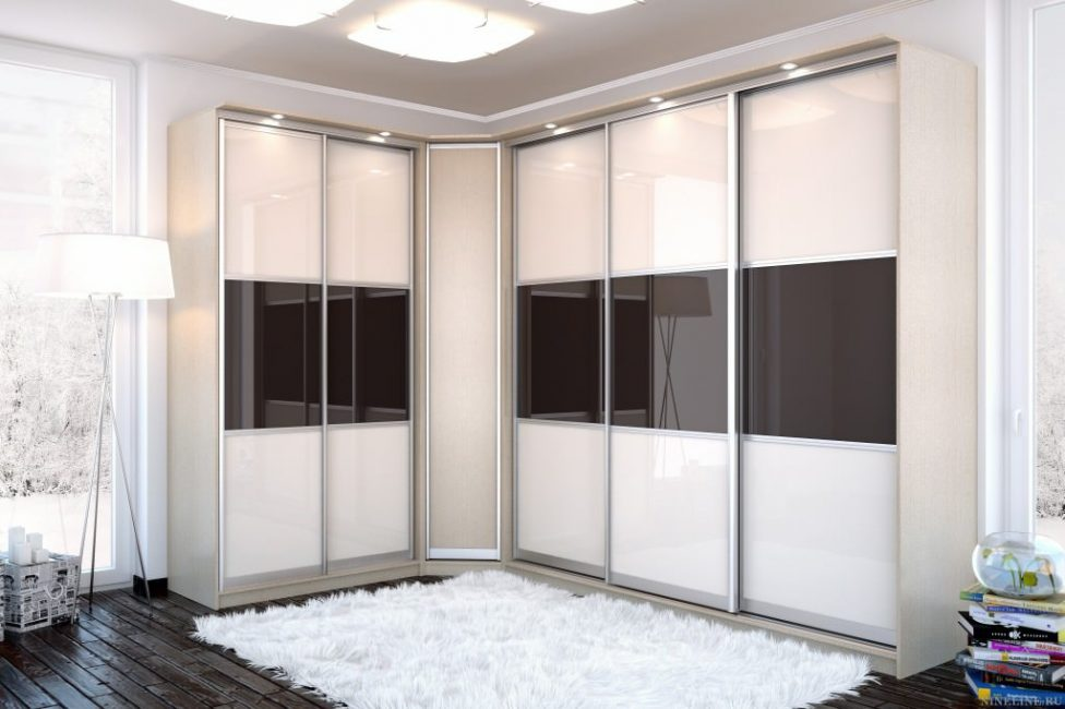 Pintu gelongsor membantu menjimatkan ruang bilik