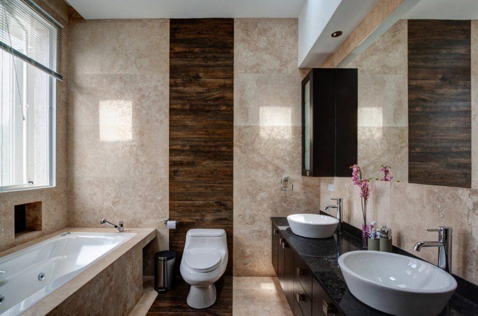 Di bilik mandi, anda boleh mendapatkan keamanan dan privasi
