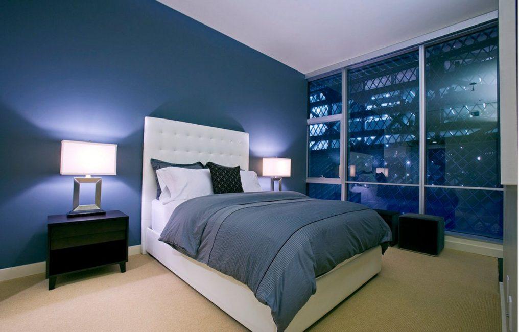 Yatak odasında mavi renk diğer renkler ile birleştirmek için