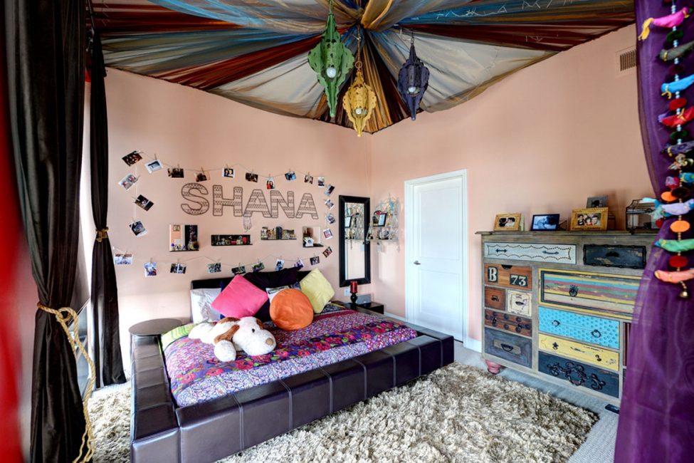 Çocuk odasında sıradışı bir şekilde dekore edilmiş tavan