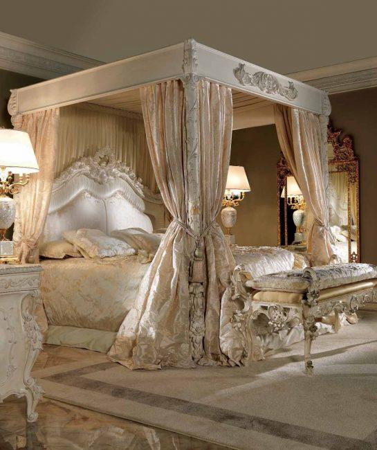 Katil selesa dalam gaya bersejarah