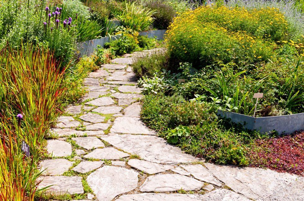 ideas de paisajismo de bajo mantenimiento en el patio trasero Hermoso Diseo De Jardines Privados 160 Foto