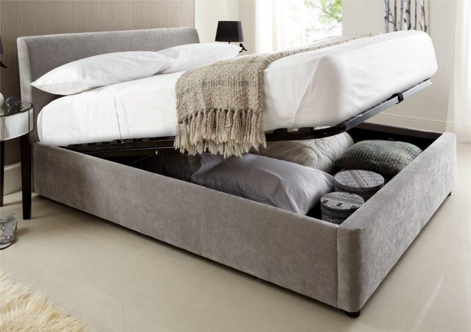 Yatak odası parlak renklerde daha rahat.