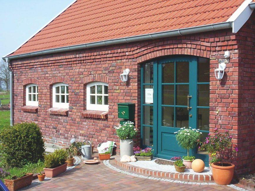 Rumah kecil dengan venir antik