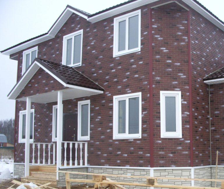 Menamatkan fasad rumah dengan baling bata