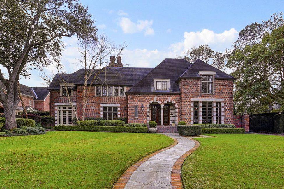 Koyu tonlar evin boyutunu görsel olarak azaltır
