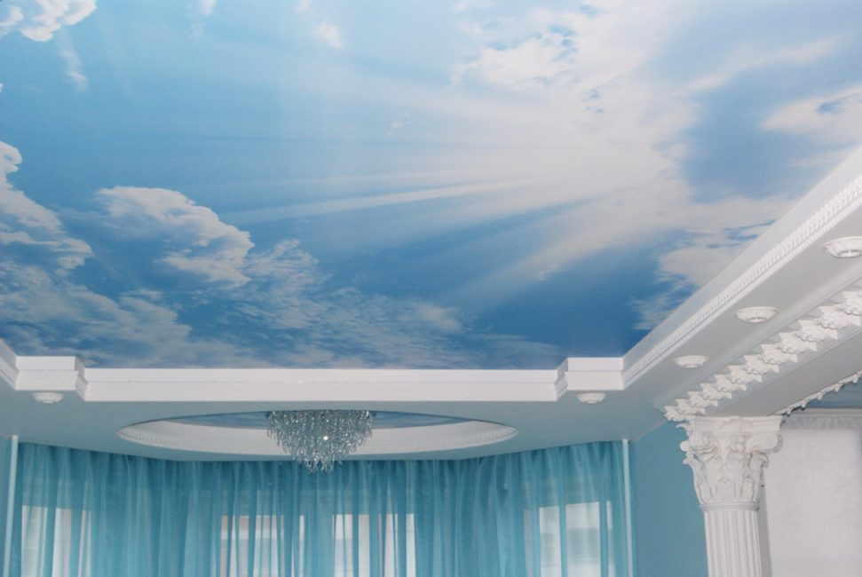 Fresco di langit-langit dalam bentuk langit