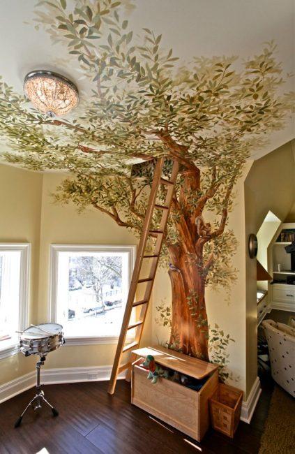 Pohon di fresco terus dari dinding ke siling